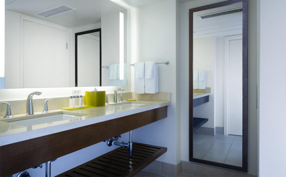 バスルーム、シンク2台